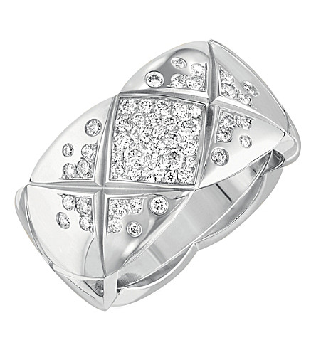 CHANEL Coco Crush ring in 18K white gold and diamonds. Medium version