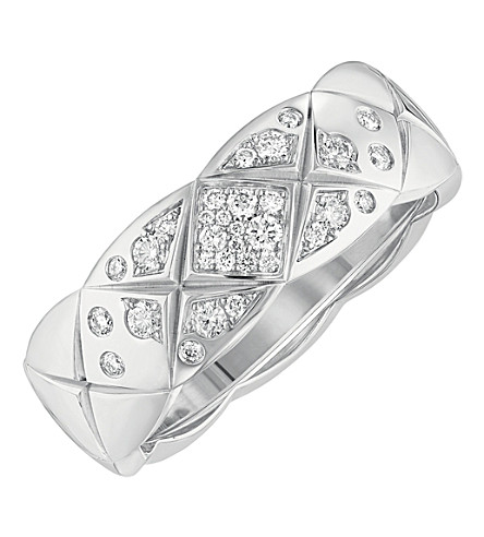 CHANEL Coco Crush ring in 18K white gold and diamonds. Small version