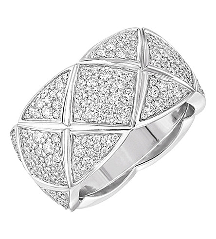 CHANEL Coco Crush 18K white gold and diamond ring. Medium version