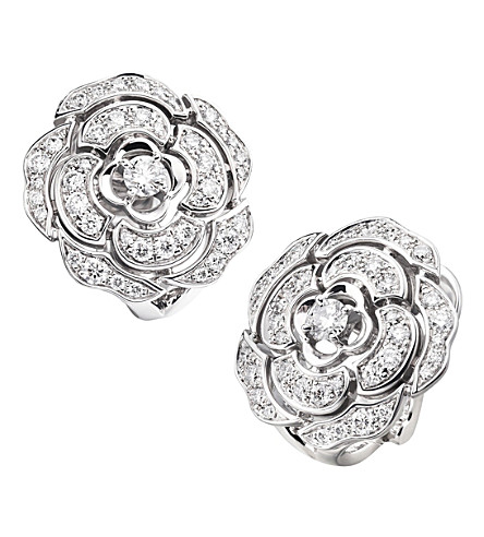 CHANEL Camélia bud 18K white gold and diamond earrings