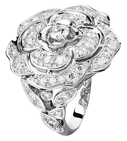 CHANEL Camélia 芽18K 白金和钻石戒指