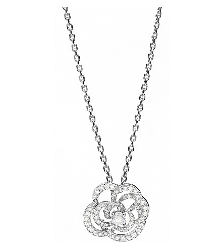 CHANEL Camélia 18K white gold and diamond pendant. Large version