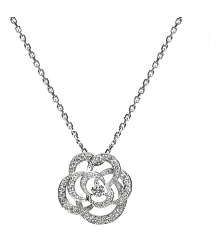 CHANEL Camélia 18K white gold and diamond pendant. Small version