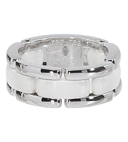 CHANEL Ultra 18K white gold and white ceramic ring. Medium version