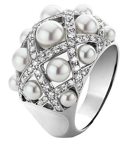 CHANEL Baroque 18K white gold, pearl and diamond ring. Medium version