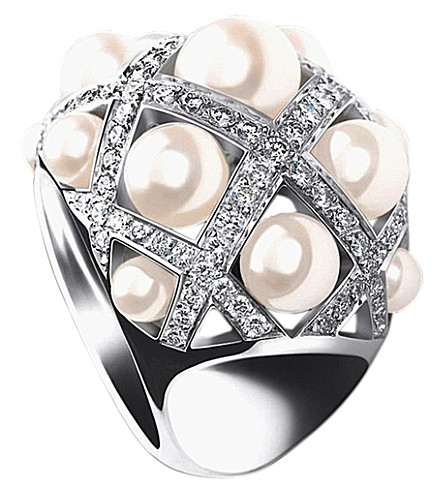 CHANEL Baroque 18K white gold, cultured pearl and diamond ring. Large version