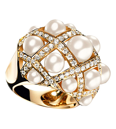 CHANEL Baroque 18K yellow gold, cultured pearl and diamond ring. Large version