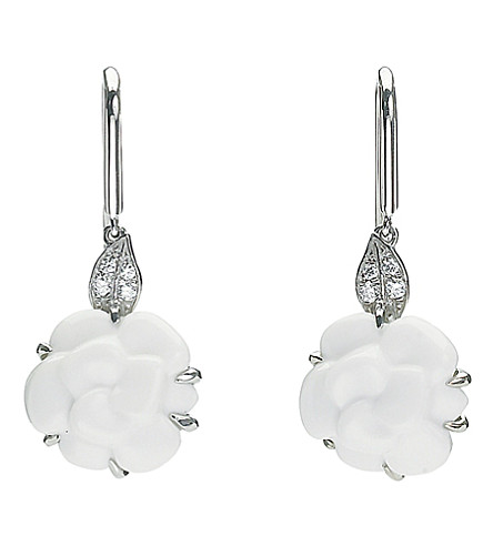 CHANEL Camélia 18K white gold, white agate and diamond earrings