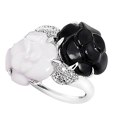 CHANEL Camélia 18K white gold, onyx, white agate and diamond ring