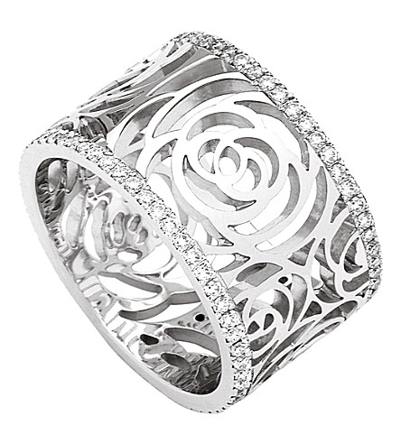 CHANEL Camélia 18K white gold and diamond ring. Large version