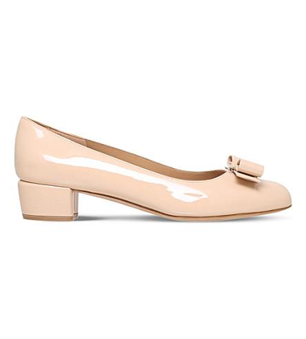 SALVATORE FERRAGAMO Vara 专利-皮革宫廷鞋 (裸