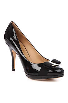 FERRAGAMO Tina patent court shoes