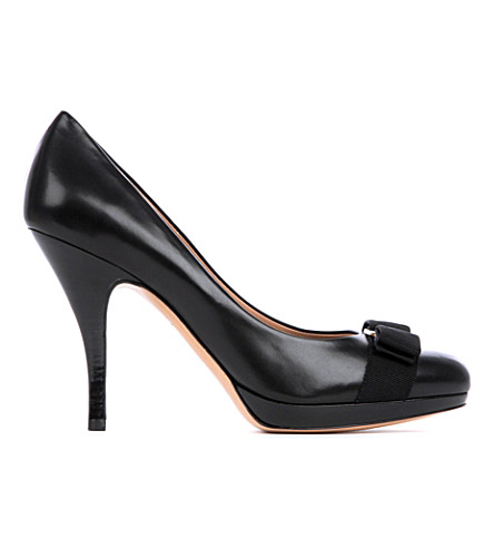 FERRAGAMO Tina C leather courts (Black