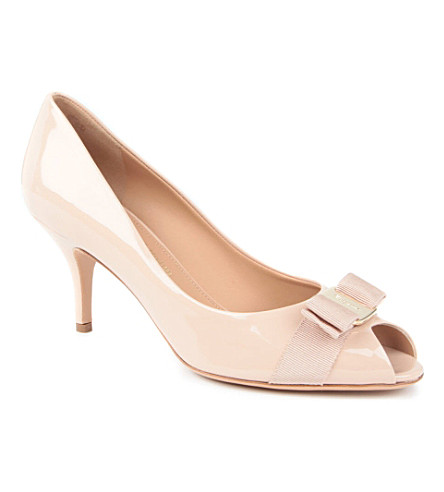 SALVATORE FERRAGAMO Ribes patent leather courts (Nude