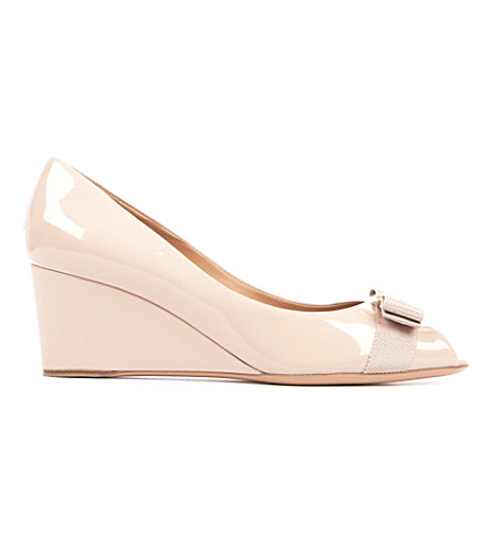 FERRAGAMO Sissi patent leather wedge courts (Nude