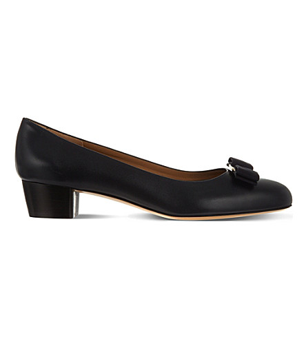 SALVATORE FERRAGAMO Vara leather court shoes (Navy