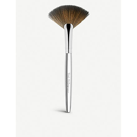 TRISH MCEVOY Brush 62 Fan