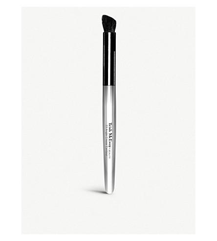 TRISH MCEVOY Brush 23 Angled Crease Contour