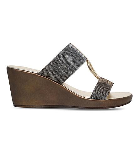 CARVELA COMFORT 盐金属楔凉鞋 (金属 + 梳子