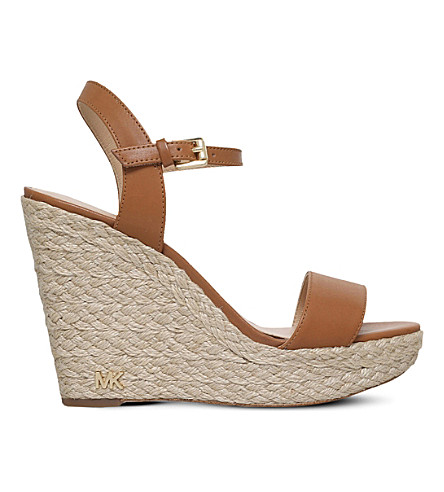MICHAEL MICHAEL KORS 吉尔平台楔形皮革凉鞋 (棕褐色