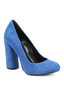 NINE WEST Miracl suede courts