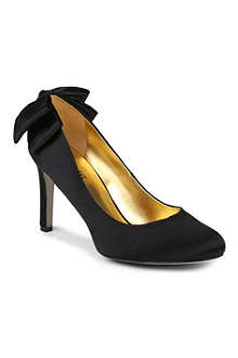 NINE WEST Givemelux satin courts