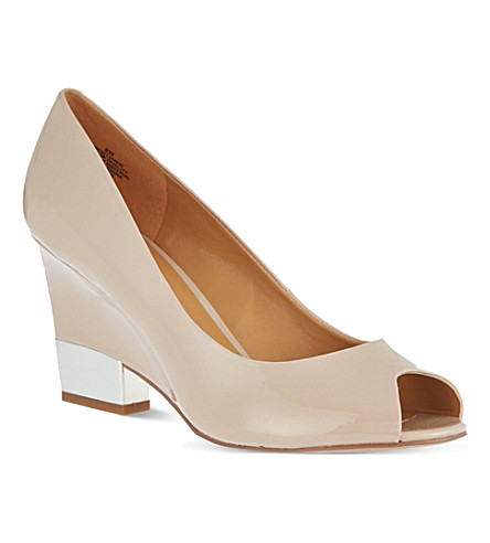 NINE WEST Jillianne patent wedge courts (Nude