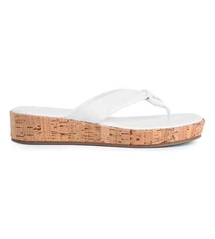 CARVELA Kredible flip flops (White