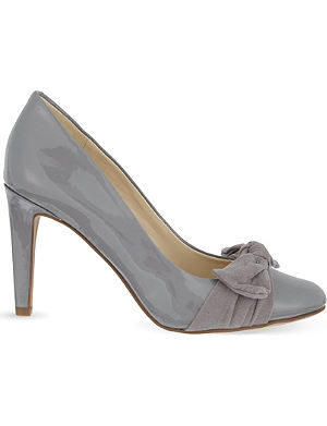 NINE WEST Hennight3 patent bow courts