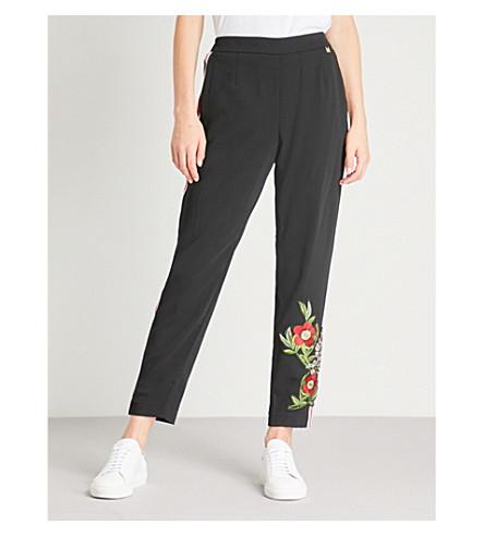 TED BAKER Madlyne 康斯坦博西刺绣侧条纹绉慢跑裤 (黑色