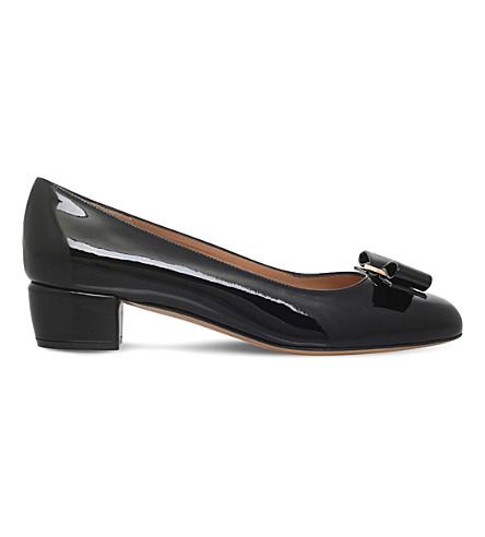 SALVATORE FERRAGAMO Vara 漆皮中跟高跟鞋 (黑色