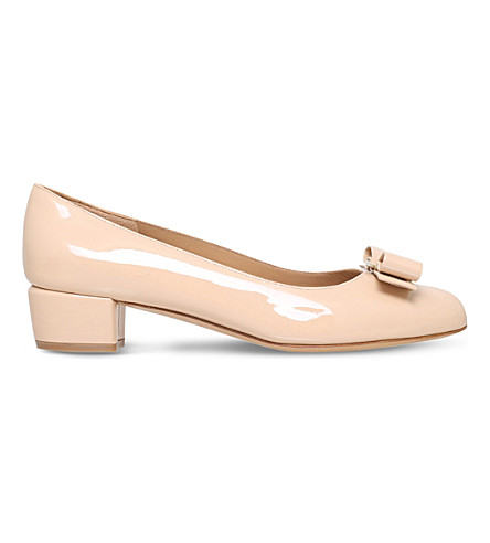 SALVATORE FERRAGAMO Vara I patent-leather courts (Nude