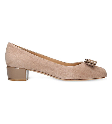 SALVATORE FERRAGAMO Vara 1 bow suede court shoes (Beige