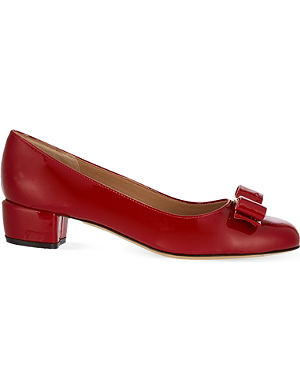 FERRAGAMO Vara I patent leather court shoes