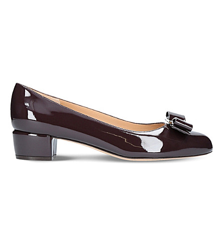 SALVATORE FERRAGAMO Vara patent-leather heeled courts (Wine+comb