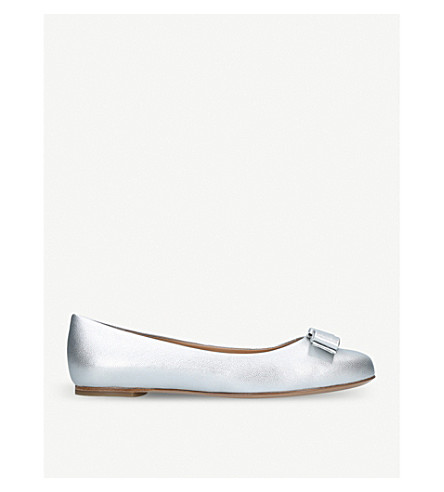 SALVATORE FERRAGAMO Varina metallic-leather pumps (Silver+com