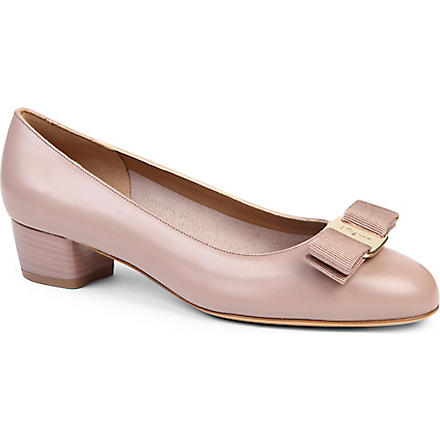 FERRAGAMO Vara leather courts (Nude