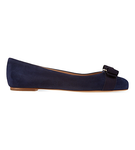 SALVATORE FERRAGAMO Varina suede pumps (Navy