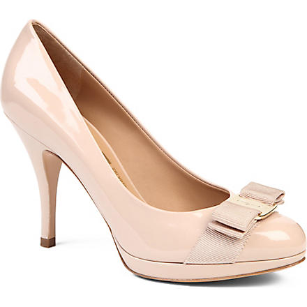 FERRAGAMO Tina patent leather courts (Beige