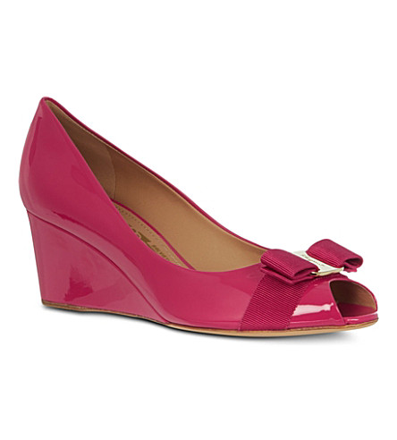 FERRAGAMO Sissi patent leather wedges (Fushia