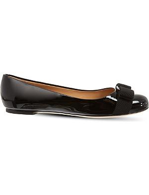FERRAGAMO Vara patent court shoes
