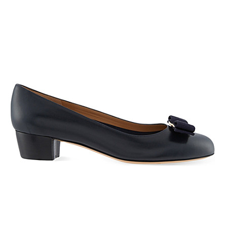 FERRAGAMO Vara leather court shoes (Blue/dark