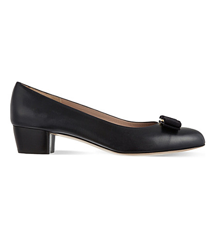 FERRAGAMO Vara leather courts (Navy