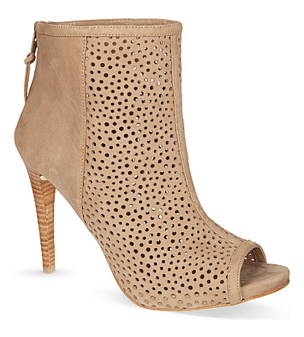 STUART WEITZMAN In and Out ankle boots (Camel