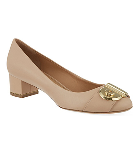 FERRAGAMO Fiamma 40 leather courts (Nude