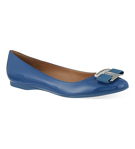 SALVATORE FERRAGAMO Ninna patent leather pumps (Blue