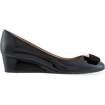 FERRAGAMO Ninna 40 wedge courts (Black