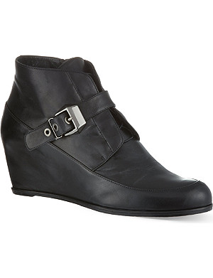 STUART WEITZMAN Black wedged boots