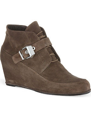 STUART WEITZMAN Closed wedged suede ankle boots