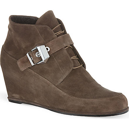STUART WEITZMAN Closed wedged suede ankle boots (Taupe